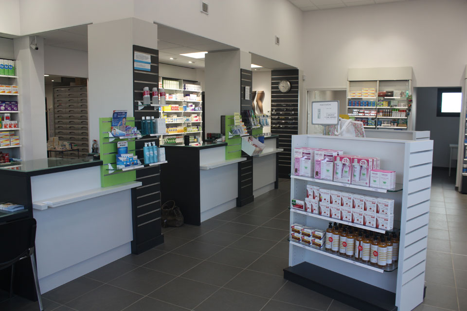 agencement de pharmacie et magasin d'optique