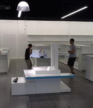 équipe-pose-agencement-magasin-surface commerciale-cvs-agencement